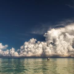Зонтик,яхта и облака...Варадеро.Куба!