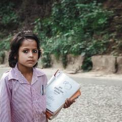 Непал...идущая в школу!
