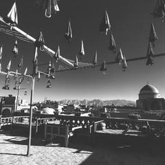 """""""Шербурские зонтики"""" по Ирански...Чайная...с видом на город..."""