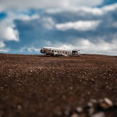 Останки самолета DC-3 ВМС США на пляже в Исландии...