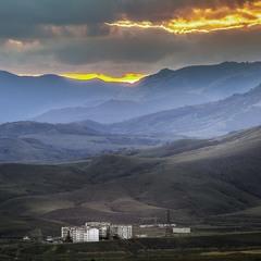 Поселок в горах.