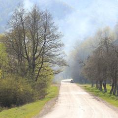 Дорога в верхній долині Ужа