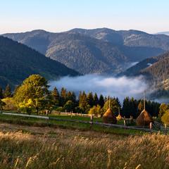Буковецький перевал в ранковому тумані