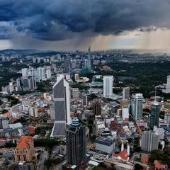 Над Куала-Лумпуром.