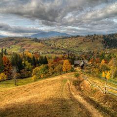 У Карпатах ходить осінь