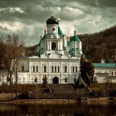 храм на реке...