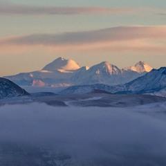 Вид на вечерний Казбек с вершины Кертмен