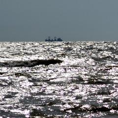 Корабль в серебяном море