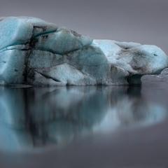 А казалось-бы ,обыкновенная льдина…