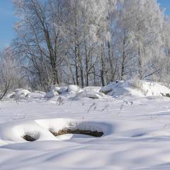 Зимовий пейзаж на руінах МТС