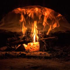 Б'ється в печурці вогонь...