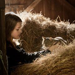 Дівчина з котиком