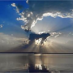 ...Облака плывут над миром...