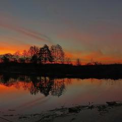 Рассвет над озером