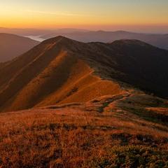 ...світанок на вершині гори Стримба...