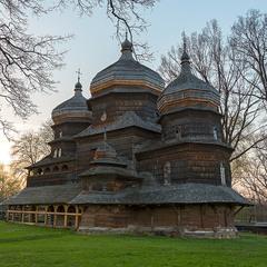 весняний антураж - церква Святого Юра (м. Догобич)
