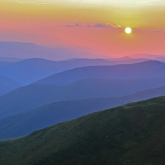 Сонце заходить, гори чорніють, Пташечка тихне, поле німіє