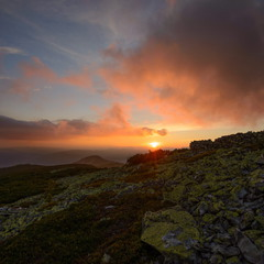 Захід сонця в Горганах