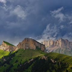 Гроза над горами Малый и Большой Тхач