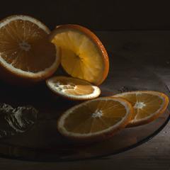 Натюрморт с апельсином