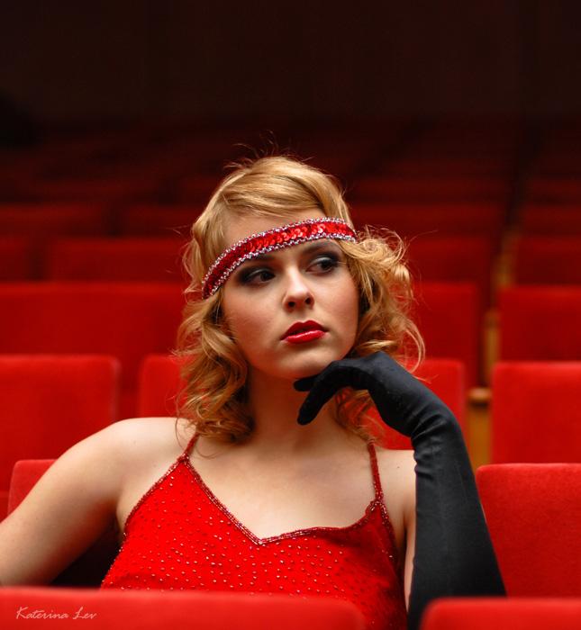 devushki-v-teatre-foto