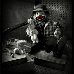 Клоун...:)