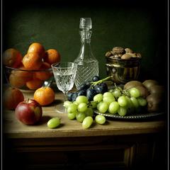 С фруктами и орехами...