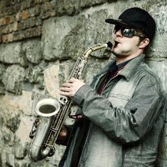 Вуличний саксофоніст