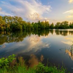 Озеро біля стадіону Арена Львів