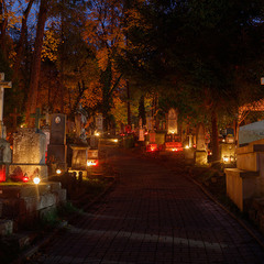 Личаківський цвинтар вночі