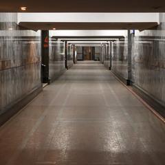 Безлюдний залізничний вокзал