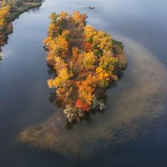 Осенний остров Растёбин