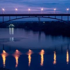 вогні залізного моста