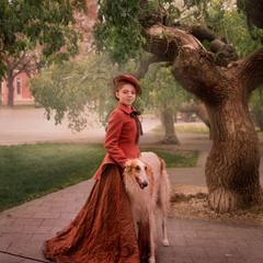 Барышню всегда украшает шляпка и собачка!