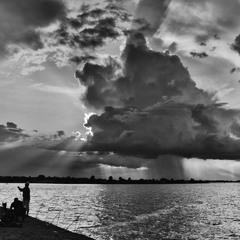 Насуває чорна хмара.....