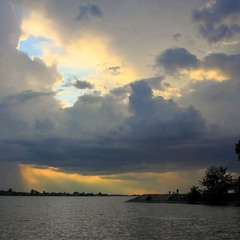 А хмари бігли, хмари бігли....