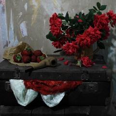 З нотками троянди і полуниці.