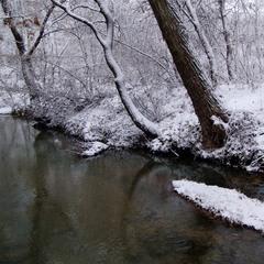 Течёт холодная река