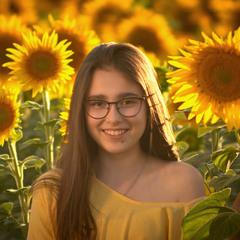 Девочка и Цветы Солнца