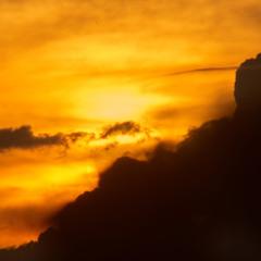Облачно-закатная абстракция уходящего лета