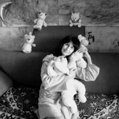 Автопортрет з ведмедиками