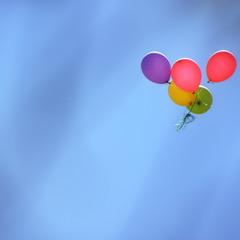 У небі кульки плавають..