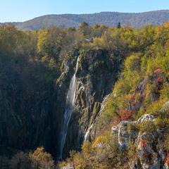 Про осенний каньон, водопад и домик над водопадом