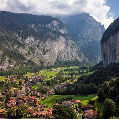 Деревушка в альпийской долине