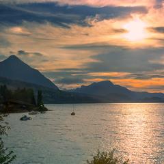 Вечер на озере Тун