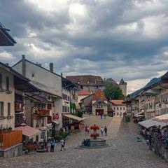По главной улице к замку