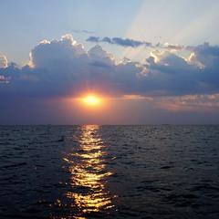 Рассвет в открытом море