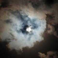 В объективе Солнце.