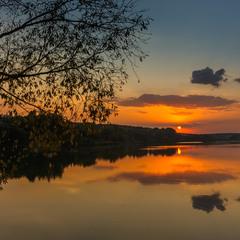 Тихим вечором на озері.