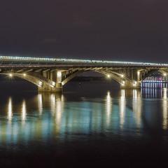 Киев вечерний. Мост метро.
